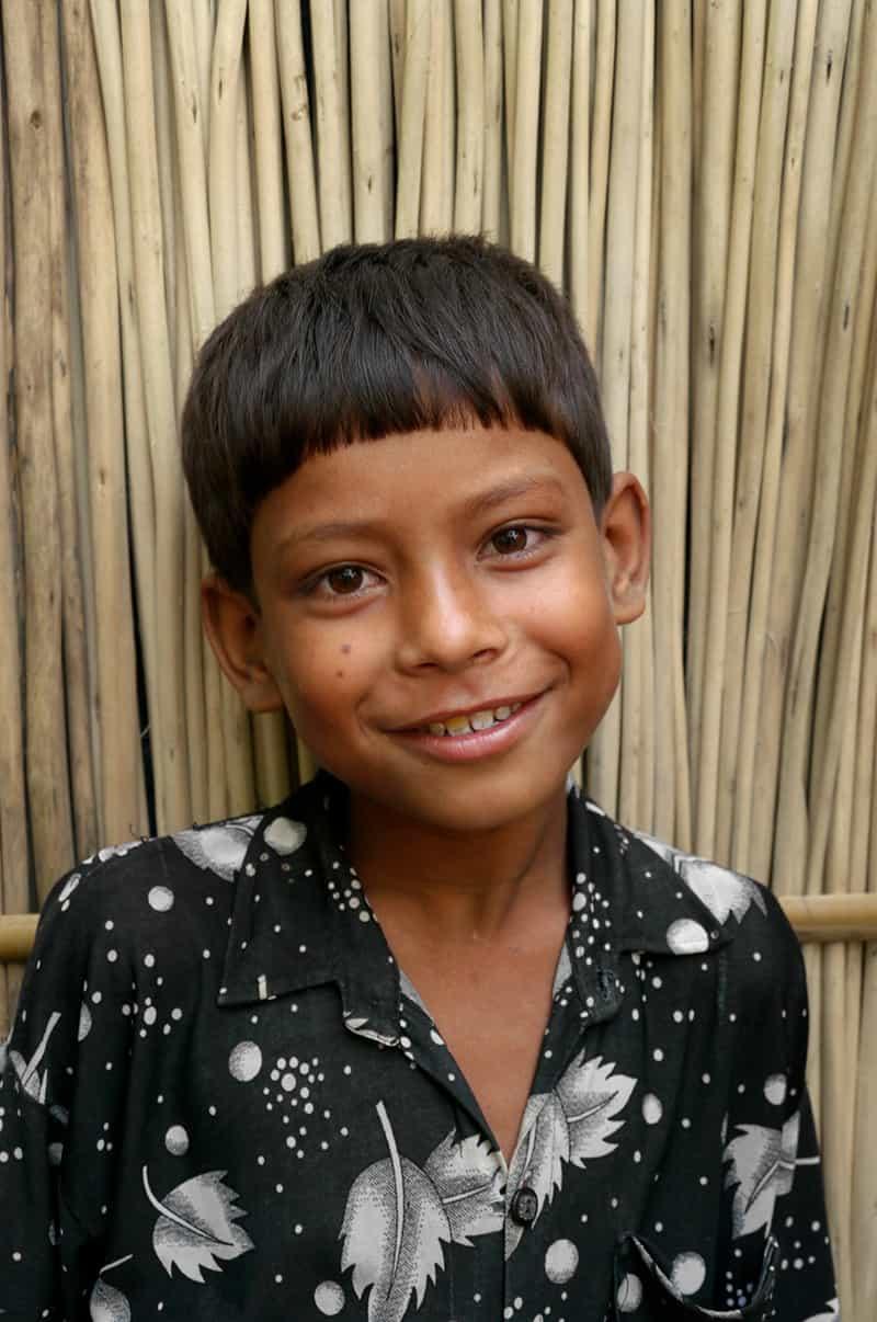 Niño en la aldea de Pouli en Bangladesh. (Sean Sprague/Bangladesh)