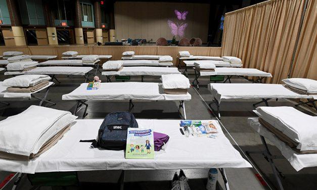 Voluntarios en Los Ángeles celebran 'agridulce' misa para niños migrantes