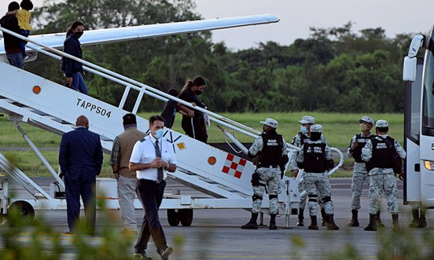 Albergue ayuda a migrantes expulsados a la selva guatemalteca