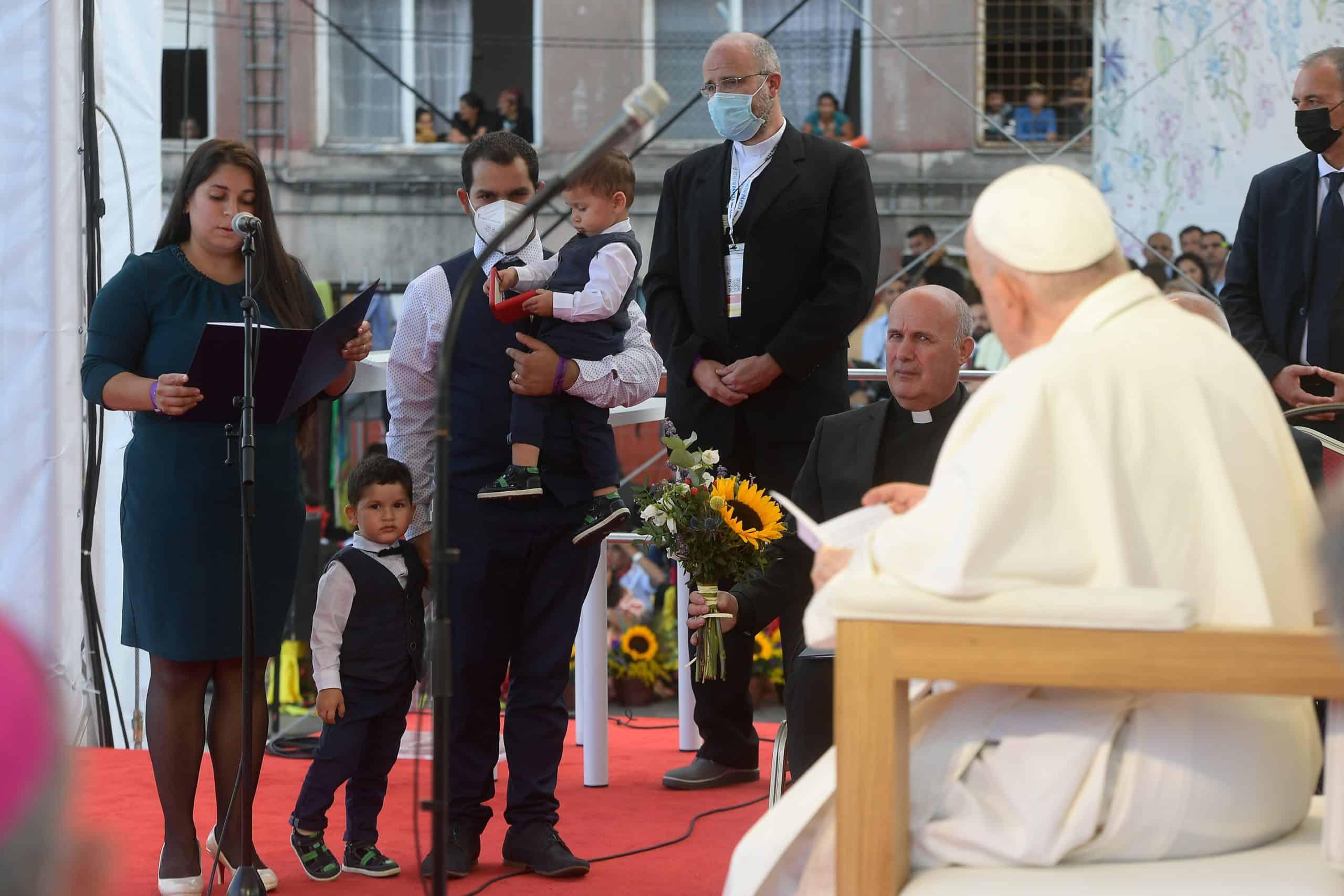 Después de su visita apostólica a Hungría y Slovakia, el papa respondió preguntas sobre la comunión y eucaristía en el avión papal.