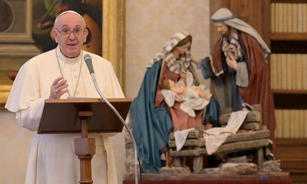 Papa dice que Vaticano II ha moldeado su teología, enseñanza social